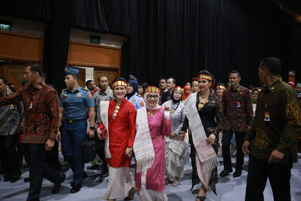 Traditional Clothes of Indonesia - Royalindo Expoduta